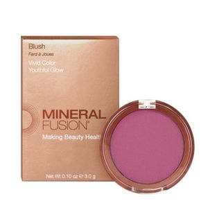 "NEW in box! ~ Mineral Fusion blush in ""Smashing"""
